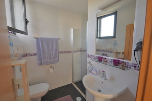 b&b-algarve-lavanda-bathroom.jpg