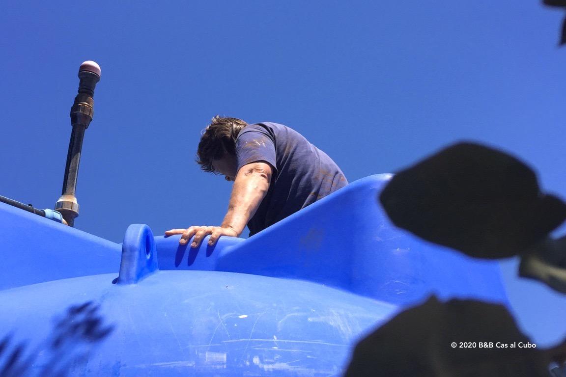 Bovenop de watertank bij B&B Cas al Cubo Tavira