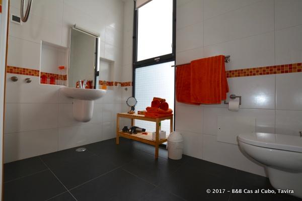 Laranja bathroom