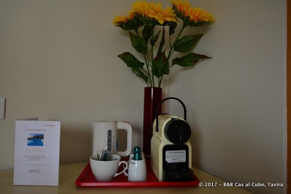 bed-en-breakfast-algarve-laranja-nespresso-op-kamer